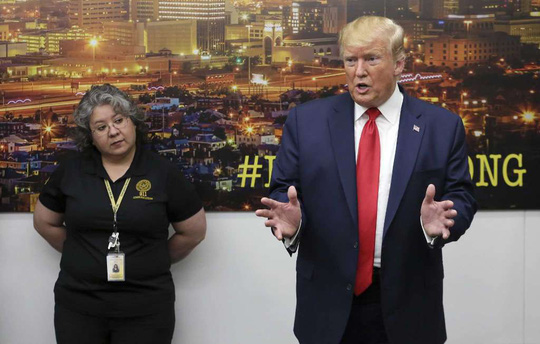 Hậu xả súng kinh hoàng, ông Donald Trump chịu nhiều sức ép - Ảnh 1.