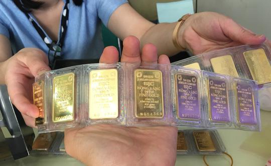 """Giá vàng SJC có """"nổi sóng"""" trở lại, tiến đến mốc 49,3 triệu đồng/ lượng? - Ảnh 1."""