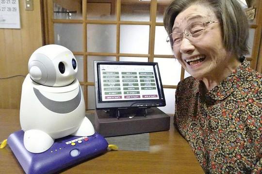Sốt hàng robot tâm sự với người cao tuổi cô đơn  - Ảnh 1.