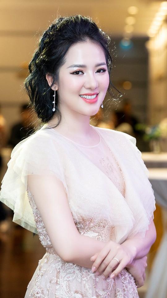 Sao Mai Phạm Thuỳ Dung vào mùa Trăng hát - Ảnh 1.