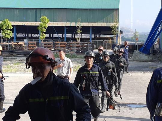 Chủ tịch Tổng LĐLĐ Việt Nam xuống hầm lò  -140 m để nghe tâm tư của thợ lò về tăng tuổi nghỉ hưu  - Ảnh 7.