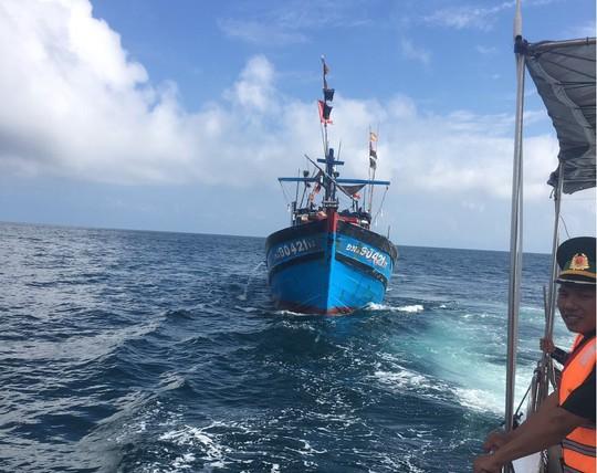 Thuyền trưởng tử vong, 4 ngư dân ngộ độc khi đang hành nghề trên biển - Ảnh 3.