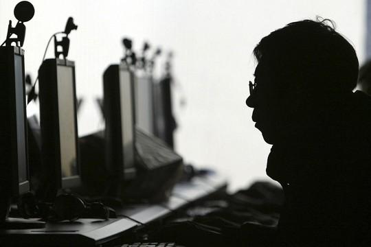 Philippines bắt gần 300 người Trung Quốc nghi lừa đảo qua mạng - Ảnh 1.