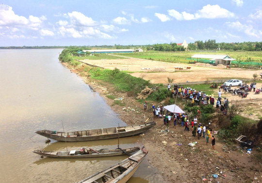 Phát hiện thi thể 2 cha con trên sông Thạch Hãn, người vợ vẫn mất tích - Ảnh 1.