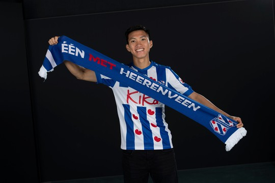Heerenveen thảm bại trước Ajax, người hâm mộ Việt Nam gọi tên Đoàn Văn Hậu  - Ảnh 3.