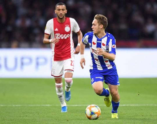 Heerenveen thảm bại trước Ajax, người hâm mộ Việt Nam gọi tên Đoàn Văn Hậu  - Ảnh 1.