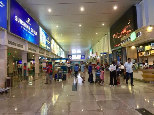 Sân bay Tân Sơn Nhất ngừng phát thanh thông tin chuyến bay từ 1-10 - Ảnh 1.