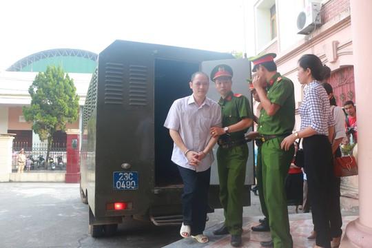 Hoãn phiên tòa xử vụ gian lận điểm thi ở Hà Giang - Ảnh 7.