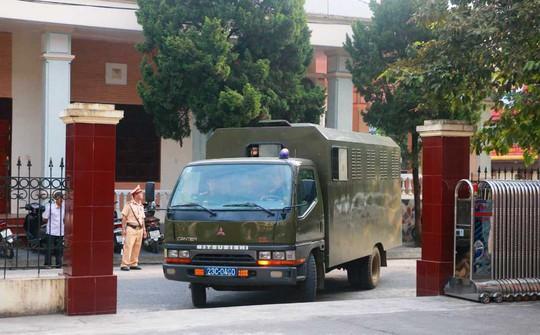 Hoãn phiên tòa xử vụ gian lận điểm thi ở Hà Giang - Ảnh 5.