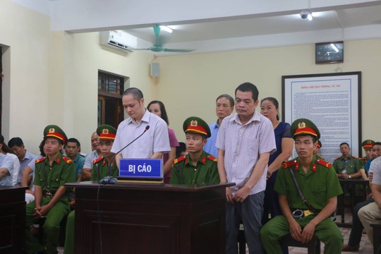 Hoãn phiên tòa xử vụ gian lận điểm thi ở Hà Giang - Ảnh 18.