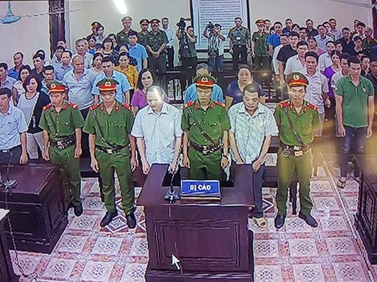 Hoãn phiên tòa xử vụ gian lận điểm thi ở Hà Giang - Ảnh 15.