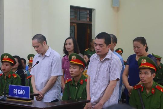 Hoãn phiên tòa xử vụ gian lận điểm thi ở Hà Giang - Ảnh 21.