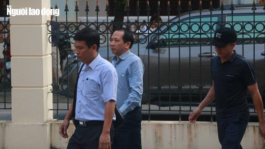 Hoãn phiên tòa xử vụ gian lận điểm thi ở Hà Giang - Ảnh 3.