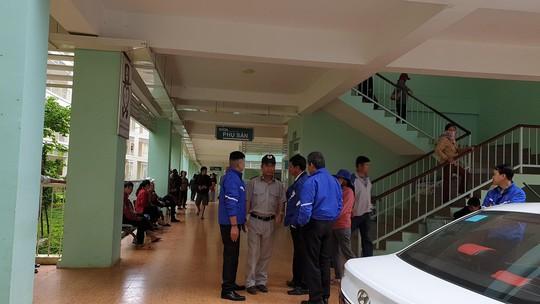 Bé sơ sinh tử vong, người nhà tố Bệnh viện II Lâm Đồng tắc trách - Ảnh 1.