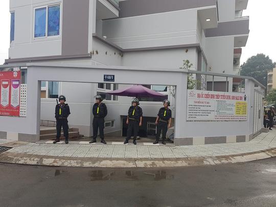 """Hàng trăm cảnh sát phong tỏa 2 công ty """"dính"""" đến Alibaba - Ảnh 3."""