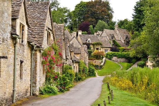 Thăm ngôi làng trên hộ chiếu nước Anh - Ảnh 1.