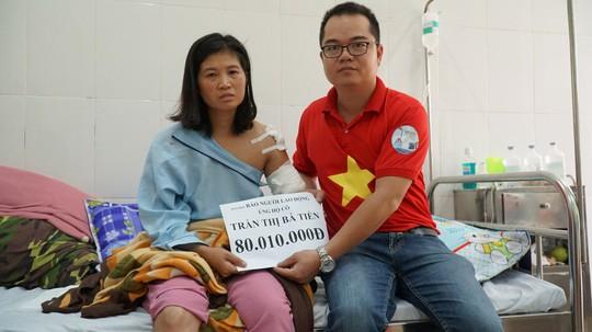 Trao tận tay hơn 80 triệu cho cô giáo đi xe 130km dạy học bị mất cánh tay - Ảnh 2.