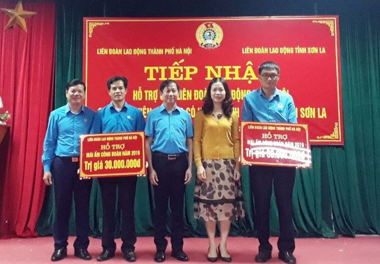 Hà Nội: Tặng 2 Mái ấm Công đoàn cho CNVC-LĐ Sơn La - Ảnh 1.