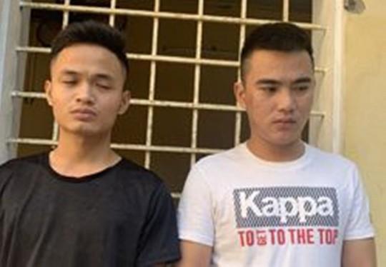 Đòi nợ thuê không được, 2 thanh niên ném mắm tôm vào tiệm quần áo - Ảnh 1.