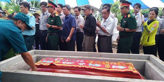 Nghẹn ngào tiễn Đại tá phi công Nguyễn Văn Bảy về với đất mẹ Lai Vung - Ảnh 15.