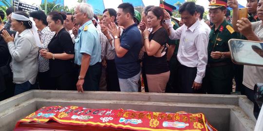 Nghẹn ngào tiễn Đại tá phi công Nguyễn Văn Bảy về với đất mẹ Lai Vung - Ảnh 14.