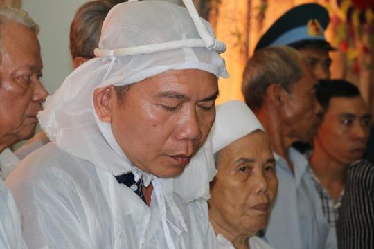 Nghẹn ngào tiễn Đại tá phi công Nguyễn Văn Bảy về với đất mẹ Lai Vung - Ảnh 9.