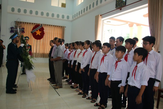 Nghẹn ngào tiễn Đại tá phi công Nguyễn Văn Bảy về với đất mẹ Lai Vung - Ảnh 1.