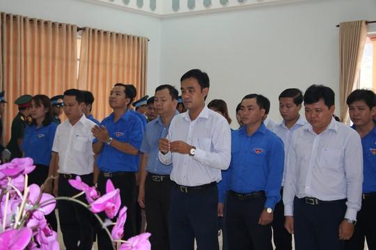 Nghẹn ngào tiễn Đại tá phi công Nguyễn Văn Bảy về với đất mẹ Lai Vung - Ảnh 2.