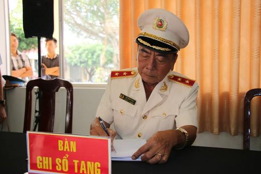 Nghẹn ngào tiễn Đại tá phi công Nguyễn Văn Bảy về với đất mẹ Lai Vung - Ảnh 3.