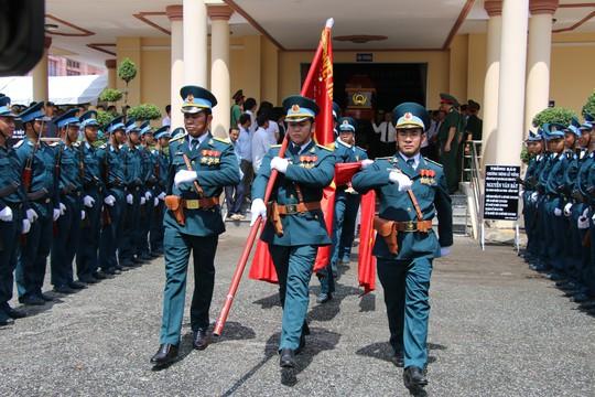 Nghẹn ngào tiễn Đại tá phi công Nguyễn Văn Bảy về với đất mẹ Lai Vung - Ảnh 7.