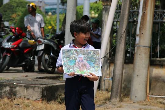 Nghẹn ngào tiễn Đại tá phi công Nguyễn Văn Bảy về với đất mẹ Lai Vung - Ảnh 8.