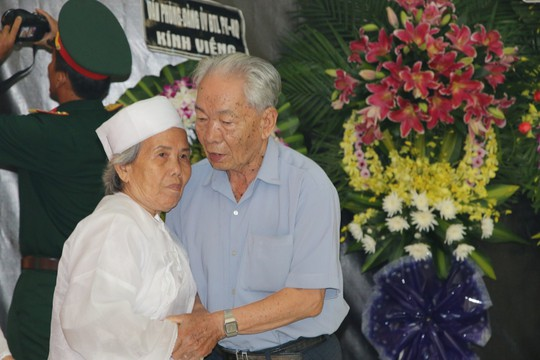 Nghẹn ngào tiễn Đại tá phi công Nguyễn Văn Bảy về với đất mẹ Lai Vung - Ảnh 13.