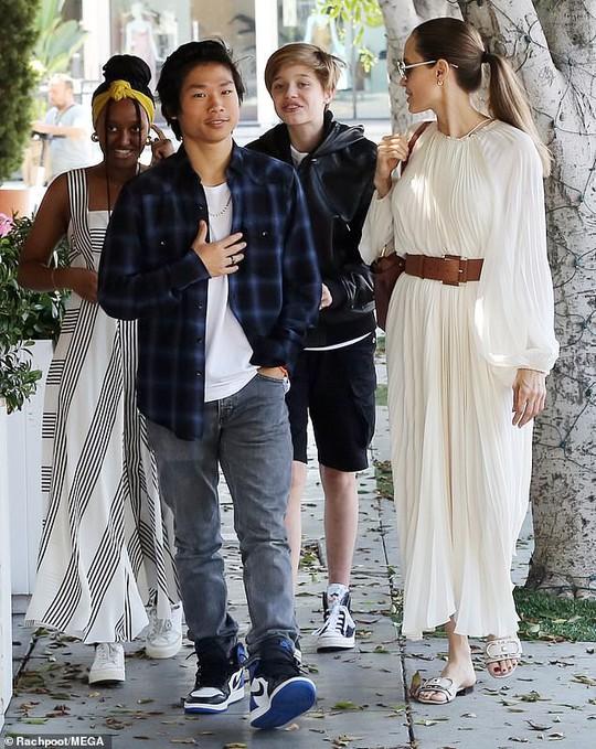 Angelina Jolie duyên dáng bên Pax Thiên, Zahara, Shiloh - Ảnh 5.