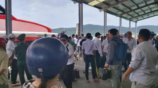 Ảnh hưởng mưa bão, tàu cao tốc ở Phú Quốc tiếp tục tạm ngưng hoạt động - Ảnh 2.