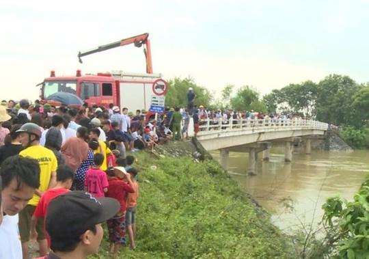 Tìm thấy thi thể tài xế taxi rơi xuống sông mất tích 3 ngày trước - Ảnh 1.