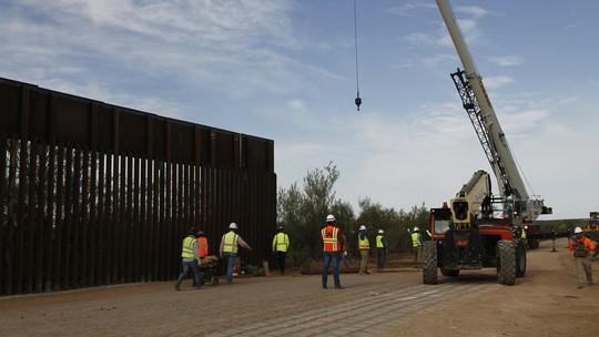 """Mỹ """"hy sinh"""" hàng trăm dự án quân sự vì bức tường biên giới - Ảnh 1."""