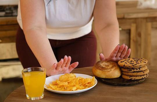 Nguyên nhân bất ngờ khiến nhiều người ăn ít vẫn mập - Ảnh 1.