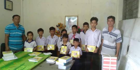 Báo Người Lao Động trao quà và học bổng cho học sinh nghèo miền Tây - Ảnh 7.