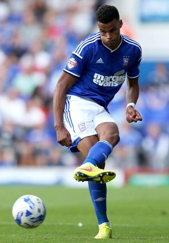 Cầu thủ vô gia cư được tuyển Anh triệu tập đá EURO - Ảnh 6.