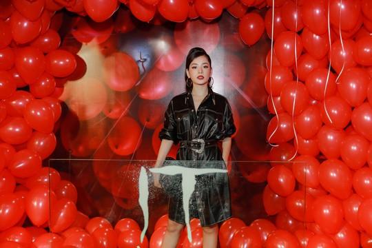 """Chi Pu, Han Sara đọ sắc trên thảm đỏ phim """"IT 2"""" - Ảnh 2."""
