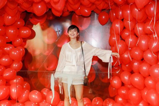 """Chi Pu, Han Sara đọ sắc trên thảm đỏ phim """"IT 2"""" - Ảnh 8."""