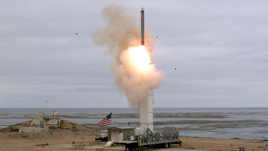 Nga sản xuất tên lửa đối phó Mỹ - Ảnh 1.