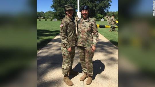 Cặp chị em đầu tiên cùng làm tướng lĩnh trong Quân đội Mỹ - Ảnh 2.