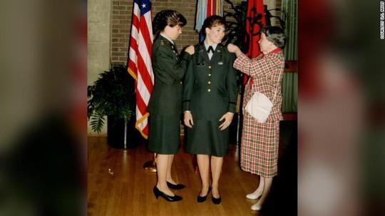 Cặp chị em đầu tiên cùng làm tướng lĩnh trong Quân đội Mỹ - Ảnh 1.