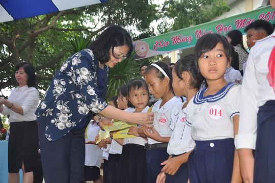 Thủ tướng Nguyễn Xuân Phúc vui Tết Trung thu cùng trẻ em Quảng Nam - Ảnh 4.