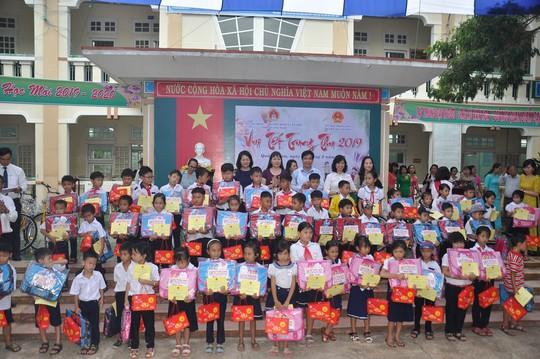 Thủ tướng Nguyễn Xuân Phúc vui Tết Trung thu cùng trẻ em Quảng Nam - Ảnh 5.