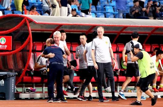 HLV Guus Hiddink bị Trung Quốc sa thải vì thua HLV Park Hang-seo? - Ảnh 1.