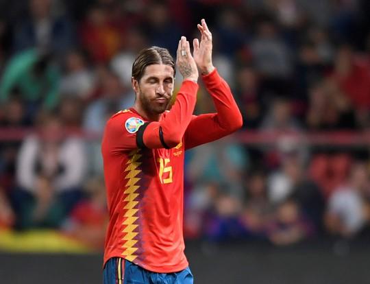Sao thất sủng Barcelona tỏa sáng, Tây Ban Nha áp sát vòng chung kết EURO - Ảnh 7.
