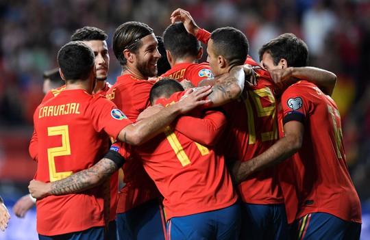 Sao thất sủng Barcelona tỏa sáng, Tây Ban Nha áp sát vòng chung kết EURO - Ảnh 8.