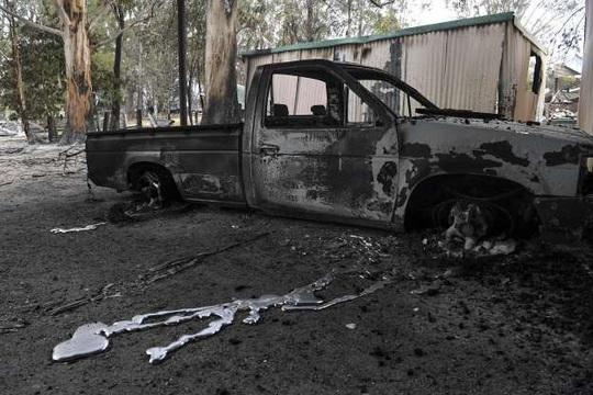 """Xe chở lính cứu hỏa Úc bị """"thần lửa"""" nuốt trọn - Ảnh 2."""